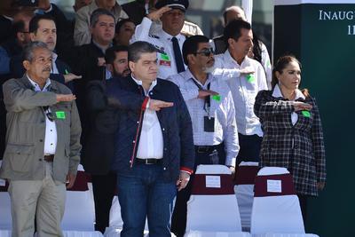 """EPN saludó y deseó éxito a Miguel Riquelme, gobernador electo y le reafirmó que """"como ha sido hasta ahora, la administración seguirá contando con el respaldo, apoyo y debida coordinación para servir a los coahuilenses""""."""