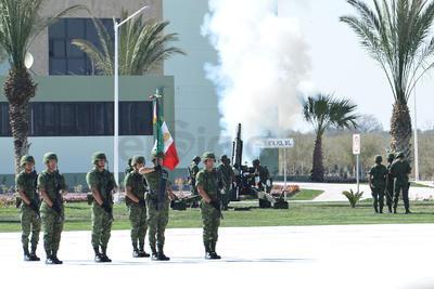 Durante la llegada de Enrique Peña Nieto, se dispararon los cañones del cuartel.
