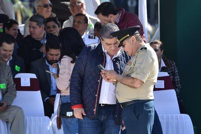 El gobernador electo de Coahuila, Miguel Ángel Riquelme, estuvo presente en la inauguración del megacuartel militar de San Pedro.