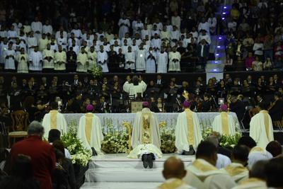 La ceremonia de Ordenación Episcopal se celebró en el Coliseo Centenario, la cual contó con la presencia de arzobispos, obispos, presbíteros, seminaristas, autoridades municipales y fieles de La Laguna.