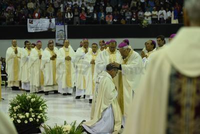 Durante la ceremonia de Ordenación Episcopal, Franco Coppola puso sus manos en la cabeza de Luis Martín Barraza como signo de la misma, acto que fue presidido por los testigos del clero, Constencio Miranda, arzobispo de Chihuahua y José Guadalupe Galván Galindo