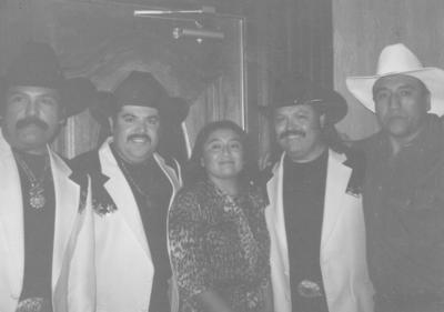 03122017 Profra. Edith Sánchez Chavarría y su esposo, Ing. Martín Castañeda Domínguez, en 1996 en McAllen, Texas, con Ramón Ayala y sus Bravos del Norte