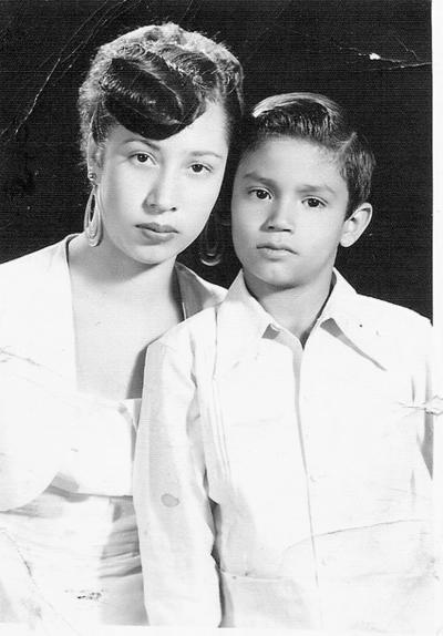 03122017 Magdalena de la O de Bush radicada en Tennessee, USA, y su hermano, C.P. Juan Alberto de la O, en 1953.