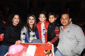 01122017 NOCHE MEXICANA DEL COLEGIO CERVANTES.  Karla, Cristy, Mateo, Santi y Julio.