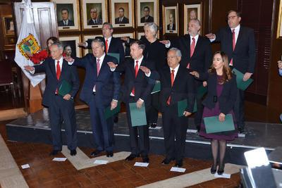 El gobernador de Coahuila, Miguel Ángel Riquelme Solís, presentó esta tarde a los 10 primeros integrantes de su gabinete.