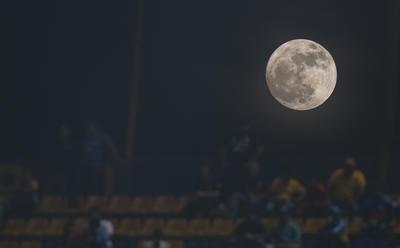 Así iluminó el partido de vuelta correspondiente a la semifinal del Torneo Apertura 2017, entre el Tigres UANL y el América.