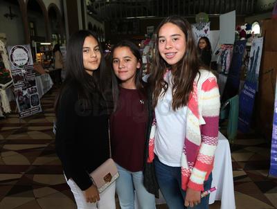 Regina Benitez, Regina Lanzarín y Regina Cardoza.