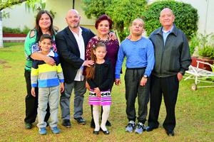 03122017 Marco Antonio Morán Ramos y su esposa, Mili de Morán.
