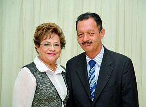 04122017 EN PAREJA.  Margarita Pámanes de Lozano con su esposo, Óscar Lozano.