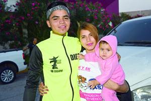 04122017 EN FAMILIA.  Diego, Luz y Yamileth.