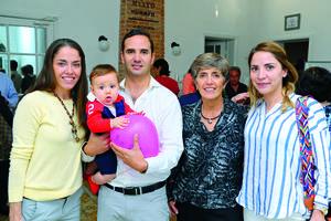 05122017 EN REINAUGURACIóN.  Sofía, Rogelio, Roy, Adriana y Lily.