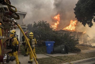 La velocidad de las llamas hizo recordar los incendios forestales que azotaron la región vinícola en el norte del estado hace ocho semanas.