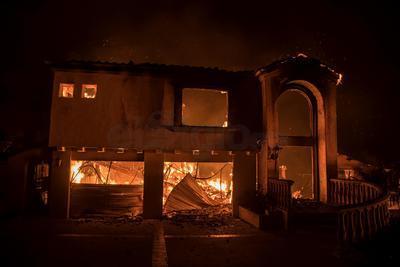 Obligaron a evacuar a decenas de miles de personas de sus casas y convirtieron sus posesiones en cenizas.