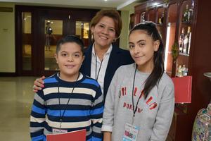 06122017 CONTENTOS.  Nicolás, Lupita y Angelina.