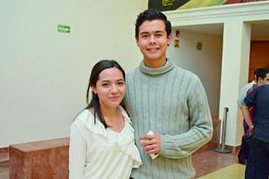 06122017 EN EL TEATRO.  Claudia y Erick.