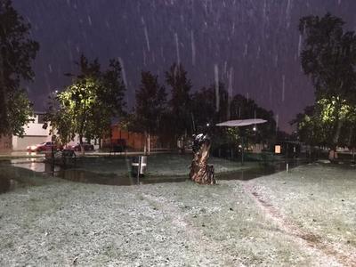 El municipio amaneció con lluvia y aguanieve que después se convirtió en nevada.