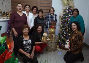 07122017 FELIZ CUMPLEAñOS.  Maru Prado acompañada de Edel, Betty, Graciela, María Elena, Estela, Saby y Paty.