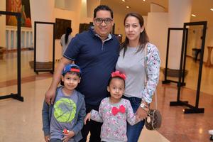 07122017 EN EL TEATRO.  Familia Garza Rodríguez.
