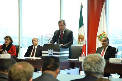 Previo a la presentación pública, Morán dio el informe en la Sesión Solemne del Cabildo.