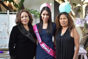 08122017 Laura con las anfitrionas del evento María del Carmen Pérez y Rosa María Trejo.