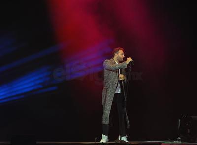 Pasadas las 10:00 de la noche, Julio se disculpó por la tardanza del show y explicó que debido a unas fallas técnicas no funcionaría la pantalla ubicada en el escenario.