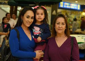 09122017 EN FAMILIA.  Nesvi, Irais y Fidelina.