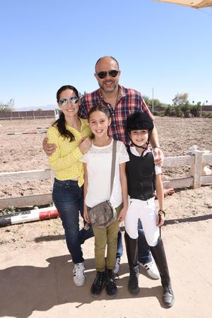 Regina, Sofi, Mariana y Manuel