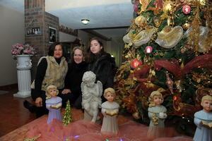 10122017 POSADA NAVIDEñA.  Lourdes J. Téllez de López, Lupita Morales de López y Lulú López Téllez.