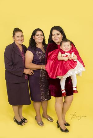 10122017 Eduardo Murillo Ramírez y Rosa Idalid Muñoz de Murillo con su hija, Regina. - Benjamín Estudio