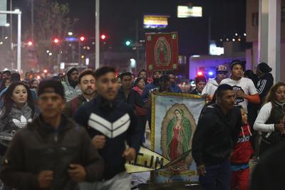Miles de personas asistieron al templo desde este lunes 11 de diciembre por la noche.