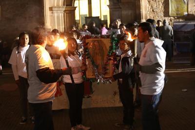 """""""Ni las bajas temperaturas"""" impidieron que las familias hicieran procesión."""