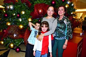 12122017 Daniela, Dulce, Eduardo y María.