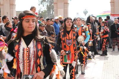 En total son 180 danzas en la ciudad de Durango, las que se han dado cita a este templo.