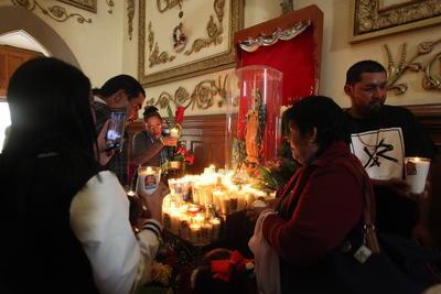 Según la tradición católica se le apareció un día como hoy al ahora San Juan Diego en el cerro del Tepeyac.