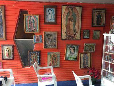 Domicilio con imagenes de la Virgen previo al tradicional Rosario.