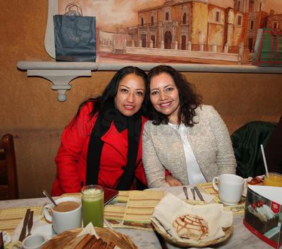 Rosa Isela y Patricia Morán.