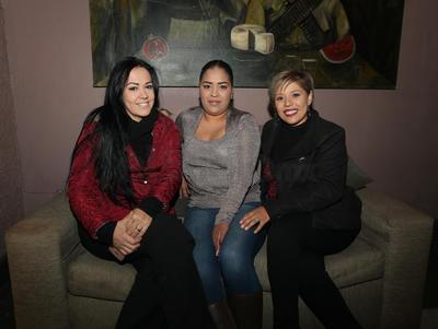 Nohemi Valdivia, Alondra Herrera y Gabriela Pichardo.