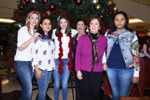 15122017 PRESENTACION DE VILLANCICOS NAVIDEñOS.  Tony, Sandra, Sara, Rosa, Sara y María José.
