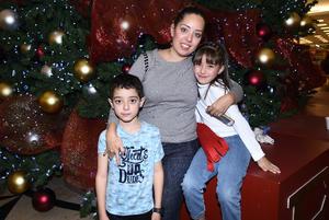 15122017 EN FAMILIA.  Eduardo, Daniela y Dulce.