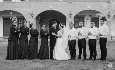 16122017 Los novios en una original fotografía.