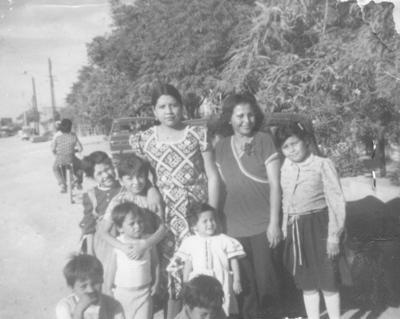 17122017 Sra. Martha Carranza Lara en compañía de sus hijos y sobrinos en 1980.