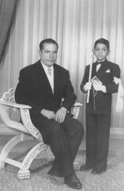 17122017 José Ángel Valle Guzmán en su Primera Comunión el 8 de diciembre de 1952 con su padrino, Daniel Guzmán.