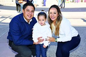 17122017 EN FAMILIA.  Miguel Ángel, Tania y Zoé.