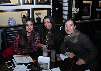 Toñita, Adriana y Alber.
