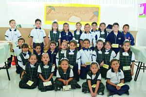 19122017 LA FOTO DEL RECUERDO.  Alumnos de primaria del Instituto Británico de Torreón.