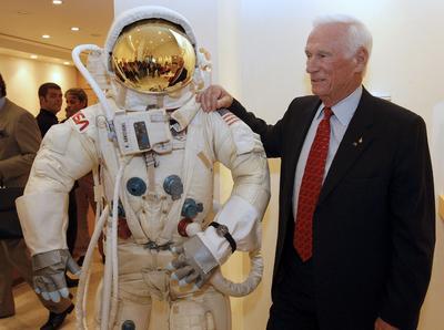 16 de enero.  Eugene Cernan | Comandante en Apolo 17 y el ultimo hombre en pisar la luna murió a 82 años, según la NASA.