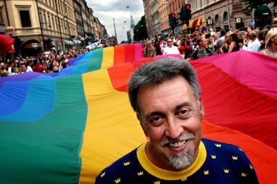 31 de marzo. Gilbert Baker | Activista y diseñador estadounidense, creador de la bandera LGBT, falleció en su hogar en la ciudad de New York