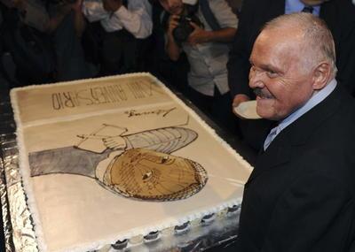 03 de julio. José Luis Cuevas | Pintor, dibujante, grabador, escultor e ilustrador mexicano, considerado uno de los más destacados representantes del neofigurativismo,falleció a los 83 años.