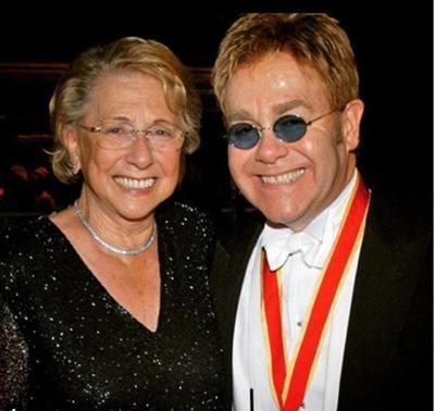 03 de diciembre. Sheila Farebrother | Madre del cantante británico Elton John, a través de su cuenta de Instagram el cantante anunció la muerte de su madre, quien murió a los 92  años de edad.