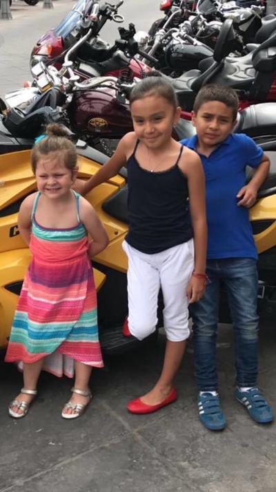 21122017 Victoria, Camila y Paquito.
